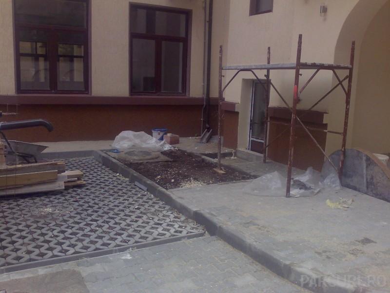 Montaj borduri mici in mortar de ciment / sapa de beton (L=50-100 cm; l=5-12 cm; h=20-25 cm)