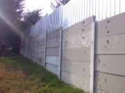 Garduri din stalpi si placi de beton armat, suprainaltat cu placi de tabla ondulata antiefractie