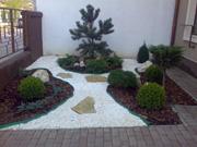 Amenajari gradini japoneze de piatra. Amenajarea gradinii implica imbinarea mai multor feluri de piatra ornamentale de dimensiuni si forme diferite si a plantelor de gradina cu diferite forme si culori