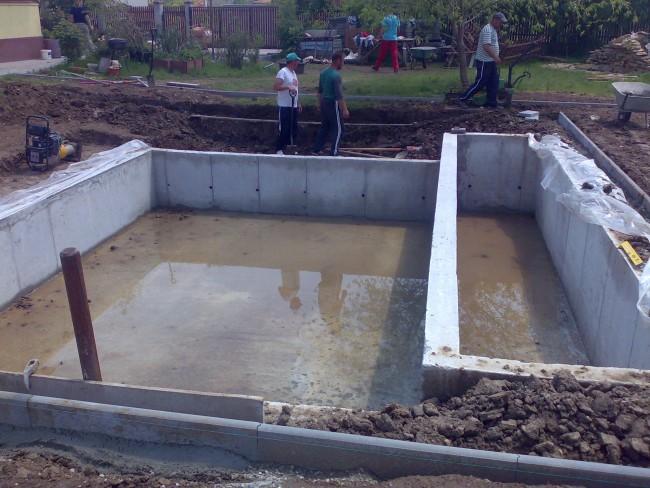 Structuri de beton pentru iazuri cu loc de inot si camera de filtre si pompe recirculare