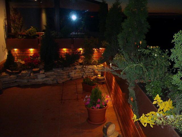 Iluminare exterioara cu pitici de lumina pentru terasa