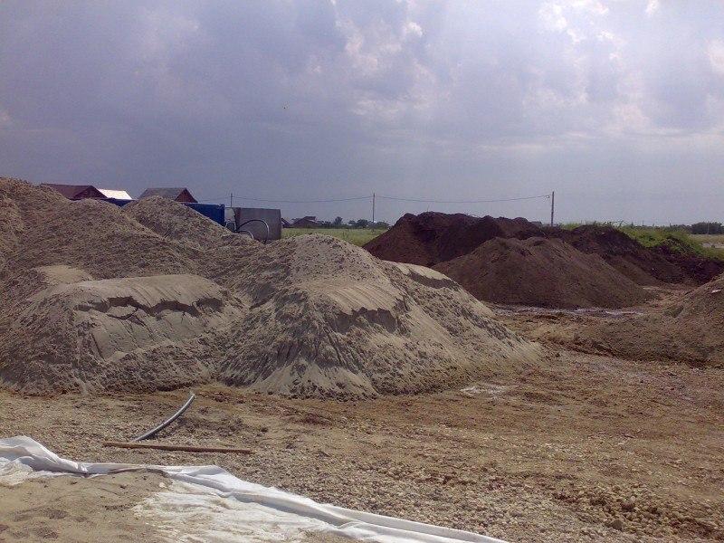 Depozit de nisip pentru amestec cu pamant fertil, de padure pentru gazonare gradina.