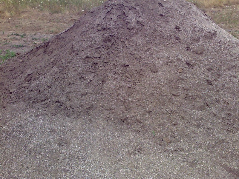 Amestec de nisip spalat cu pamant ferti de padure vegetal pentru insamantare gazon, montaj gazon rulou sau plantari arbori, copaci, pomi, arbusti si flori de gradina.