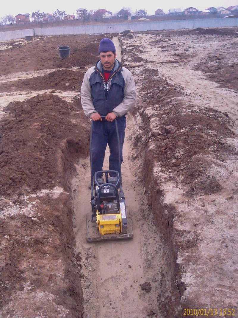 Batatorirea compactarea santurilor si a gropilor cu maiul compactor sau cu placa vibratoare.