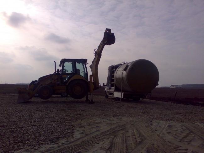 Descarcarea si manipularea rezervorului de colectare a apelor pluviale si din putul forat