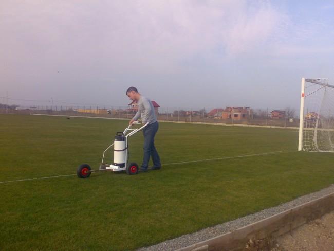 Montarea portilor, marcarea tuselor si a celorlalte marcaje pe terenul de fotbal