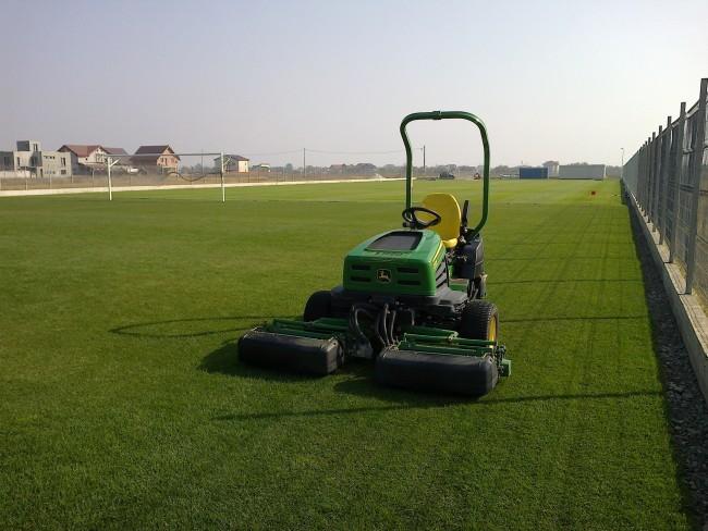 Intretinerea gazonului de pe terenurile de fotbal