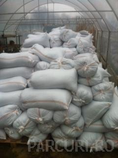 Materiale deszapezire: clorura de calciu ambalata in saci. materiale antiderapante si degivrante
