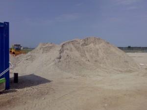 poza Nisip spalat pentru gazon si amestecuri de plantare cu pamant vegetal(auto 3 tone)