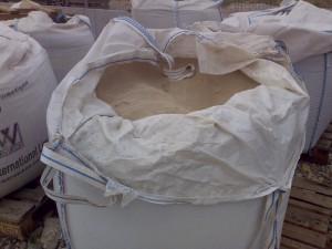 poza Nisip spalat pentru gazon si amestecuri de plantare cu pamant vegetal ( la tona)