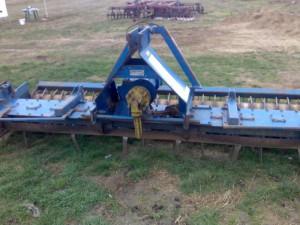 Poza Freza verticala pentru maruntirea solului si pregatirea terenurilor pentru gazonare.