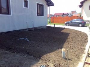 poza Sapare (frezare), maruntire si nivelare teren pentru insamantare gazon sau montaj rulouri de gazon.