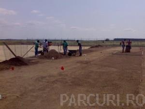 Poza Cernere pamant si realizare amestecuri vegetale fertile pentru gazonare terenuri si plantari plante si flori de gradina