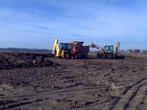 poza Transport pamant si resturi vegetale din decopertari terenuri, cu camioane de 18 mc