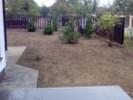 Pregatirea terenului pentru gazonare: sapare, maruntire, nivelare, imprastiere seminte de gazon, incorporare gazon in sol (semanarea gazonului), tavalugirea suprafetei insamantate cu gazon si prima udare